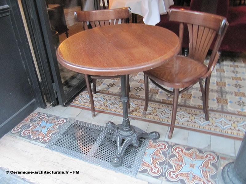Café restaurant parisien, carreaux mosaïques (grès cérame ou ciment)