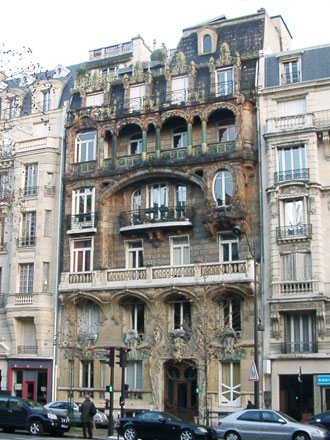 Façade, 29 avenue Rapp à Paris