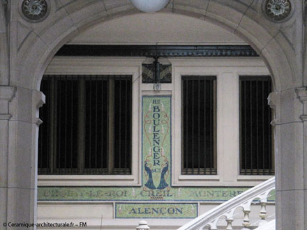 Dans l'escalier du siège social Hte Boulenger, 18 rue de Paradis à Paris