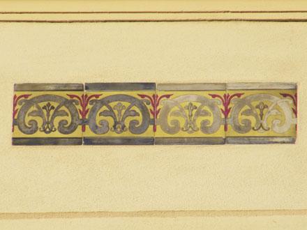 Frise Hubert (b), décolorée