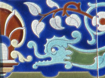 Frise dauphin (g), avec motif d'extrémités