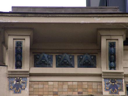 Mosaïque et grès en relief émaillé sur l'ancienne entreprise Boutet, 22/24 rue Faidherbe à Paris (75), 1926