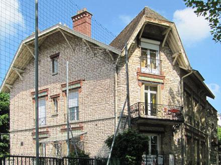 Maison exposant les douze modèles de la page du catalogue, à Fontainebleau (77)