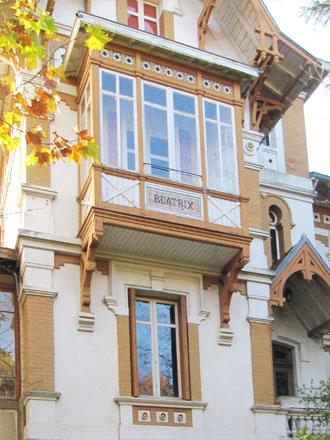 Villa « BEATRIX », panneau marqué  H.B. & Cie Choisy-le-Roi