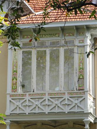 Panneau sur l'oriel de « CLENSTRAE »