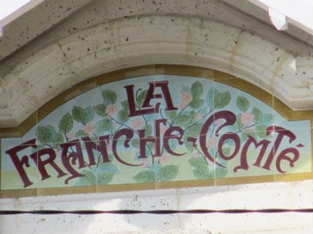 Panneau villa « LA FRANCHE COMTE », associé à des décors Hte. Boulenger & Cie