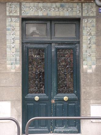 Frise en grès émaillé de Gentil & Bourdet, usine à Billancourt, lierre