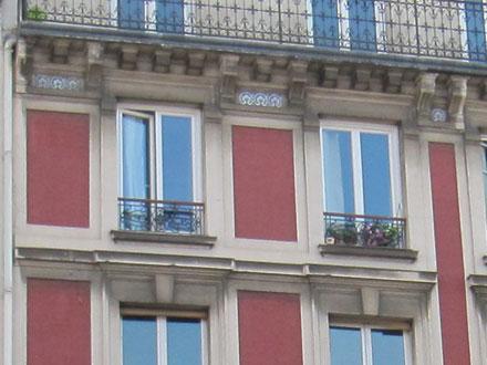 44 rue Magenta, briques sous un badigeon rouge, carreaux de Creil & Montereau