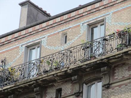 33 rue Etienne Marcel, briques de deux couleurs et motif de briques émaillées