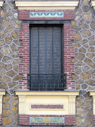 Rue Delizy, meulière, brique, carreaux Brault Gilardoni