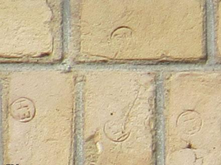 Estampille E.H, marque de la briqueterie Edouard Hachon