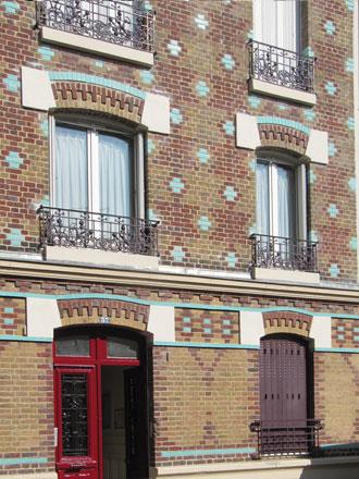 37 rue Rouget de l'Isle, trois couleurs de briques et briques émaillées formant motifs illimités