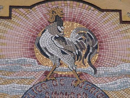 ATELIER DE MOSAIQUE, SIMONS & Cie, PANTIN 1901-1906, LE CATEAU 1907, au fronton de l'usine au Cateau (59)