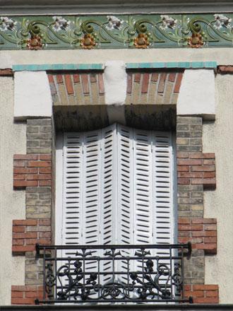 17 rue Montgolfier, frise en relief émaillé de Gilardoni fils & Cie