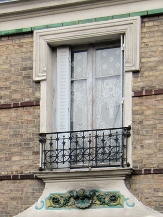 Rue Florian, panneau en relief émaillé de Janin & Guérineau