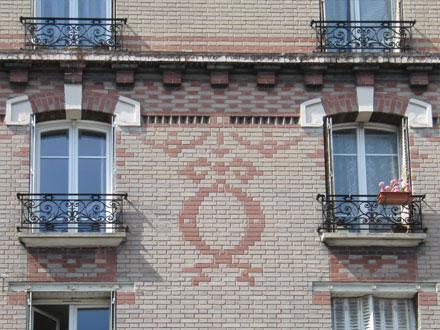 5 rue Florian, jeu de briques illimité, pendentif en trumeau et motif limité en allège
