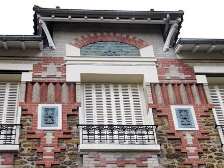 «  Métope à relief et panneaux décoratifs » de Gentil & Bourdet