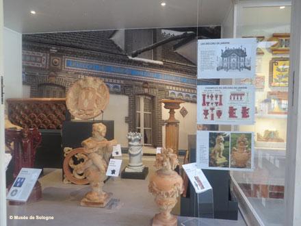 L'une des vitrines de l'exposition permanente Céra-brique – ph.2017