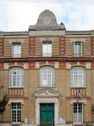 Ecole communale de garçons, 19082, 11 rue Carnot à Noisy-le-Sec (93), céramiques