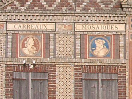 Médaillons Printemps et Hiver sur l'usine Boulenger d'Auneuil (60)