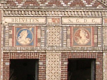 Médaillons Automne et Eté sur l'usine Boulenger d'Auneuil (60)