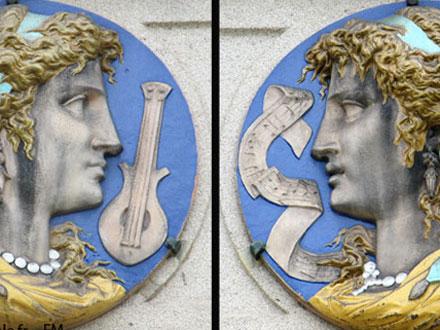 Médaillons allégories de la musique, instruments et partition, musée Dubouché à Limoges (86)