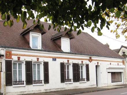 Médaillons Perrusson & Desfontaines, à Plancy l'Abbaye (10)