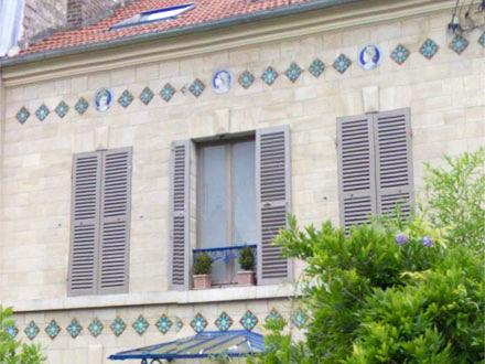 Médaillons Automne, Hiver et Eté, à Pontoise (95)