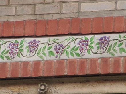 Frise de glycine des usines de Feignies, maison menacée de démolition à Aulnay-sous-Bois (93)