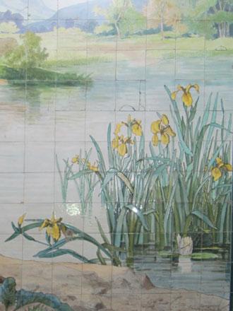 Iris pseudacorus des Faïenceries de Sarreguemines, dans une ancienne poissonnerie à Paris