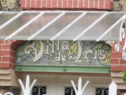 Panneau nommant la villa à Colombes (92)
