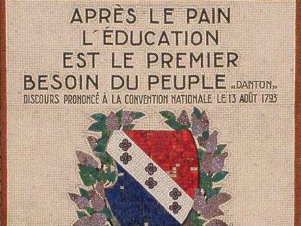 Citation historique en rapport avec le lieu, école R. Rolland aux Lilas (93), mosaïque 1931
