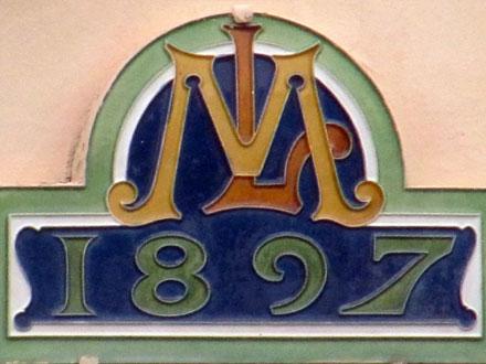 Monogramme et année, 1897, céramique E. Muller & Cie