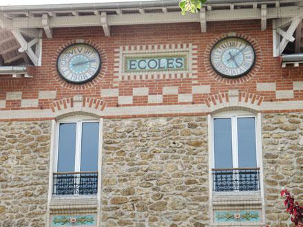 Baromètre et horloge à Noisy-le-Grand (93) 1908, céramique E. Muller & Cie