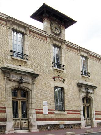 Ecoles Blanqui à St-Ouen (93) 1901, céramique E. Muller & Cie