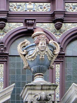 Magasin et bureaux de la Faïencerie de Choisy-le-Roi Hippolyte Boulenger & Cie, à Paris (ph. FM 2005)