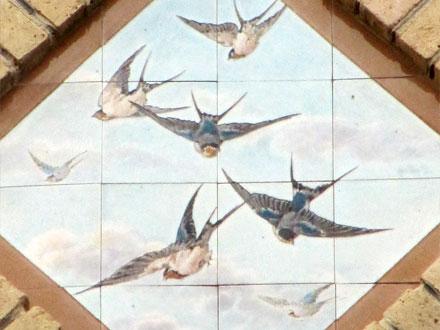 Hirondelles, panneau marqué Gien, Enghien (95)