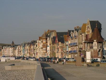 Villas ornées en front de mer à Mers-les-Bains (80)