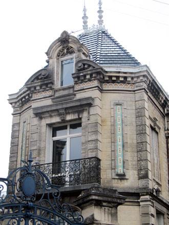 Demeure fin XIXe siècle ornée de faïences, dépendant de la propriété Gaxieu, à Saint-Dizier (02)
