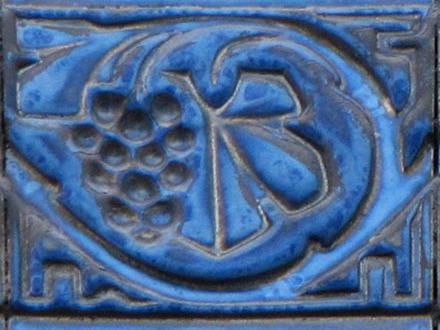 Frise en grès émaillé de Fourmaintraux & Delassus de Desvres, à Aulnay-sous-Bois (93)