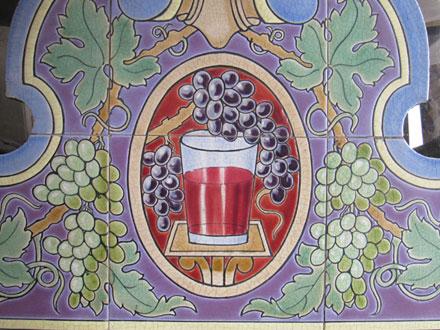 Détail d'un décor du Grand bar Castan à Bordeaux (33), célébrant le vin