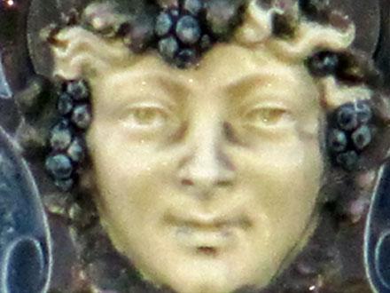 Mascarons en porcelaine à Limoges (87)