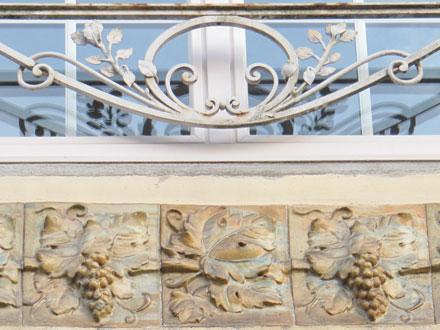 Frise de Gentil & Bourdet en allege, à Saint-Quentin (02)