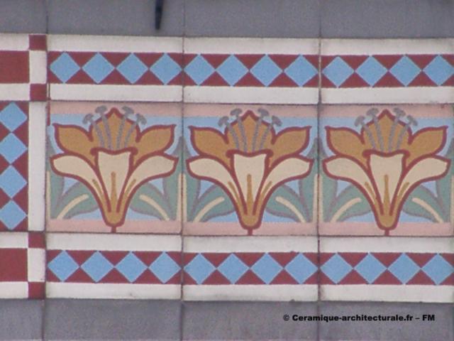 Valenciennes (59), grès cérame posé en frise sur un mur, Boch Frères à Maubeuge (59)